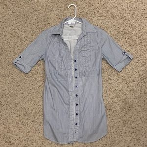 💠 2 for $20! Long blue and white striped shirt